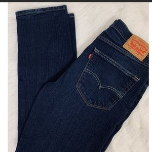 Men's Levi's jeans.  Look new